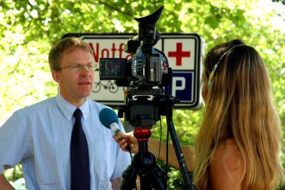 Interview-Situationen sind dem ungeübten Befragten meist unangenehm. Ein Medientraining hilft gegen die Unsicherheit. Foto: Paul-Georg Meister/pixelio.de